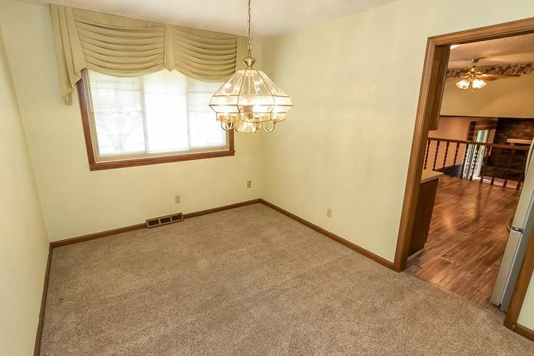 7521 Combs Road Indianapolis IN 46237 | MLS 21722530 | photo 15