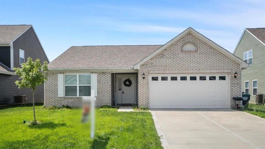 863 Coralberry Lane Greenwood IN 46143 | MLS 21722569 | photo 1