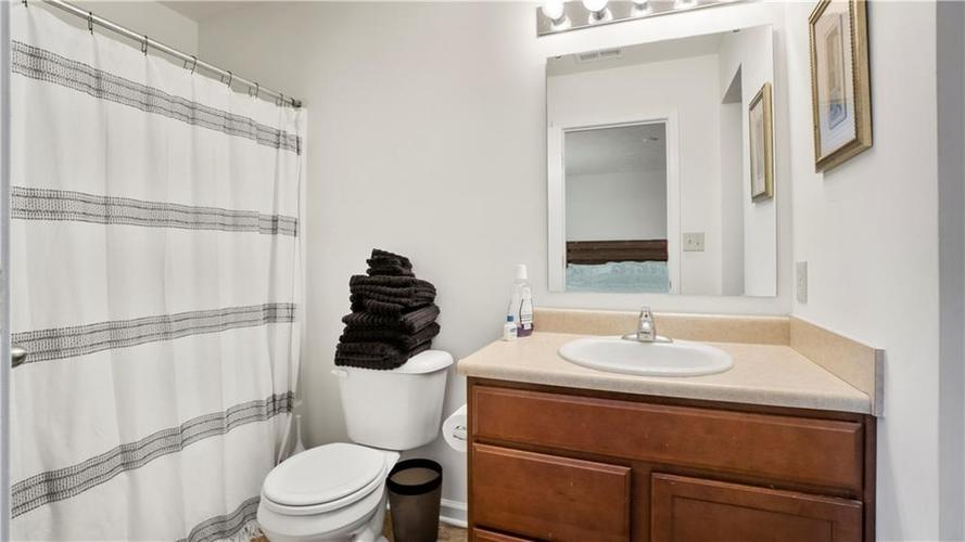 863 Coralberry Lane Greenwood IN 46143 | MLS 21722569 | photo 16
