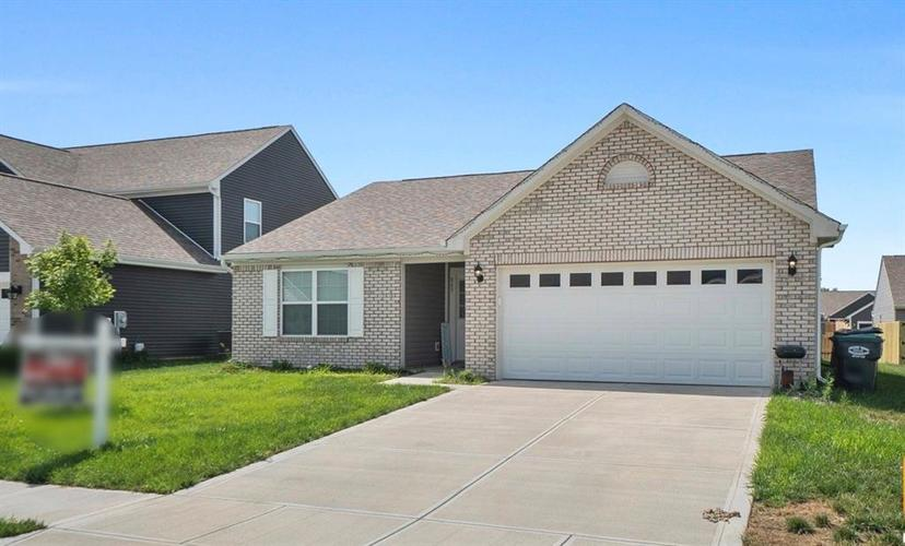863 Coralberry Lane Greenwood IN 46143 | MLS 21722569 | photo 2