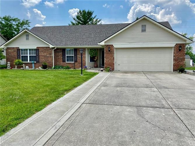 1053  Pin Oak Drive Mooresville, IN 46158 | MLS 21723302