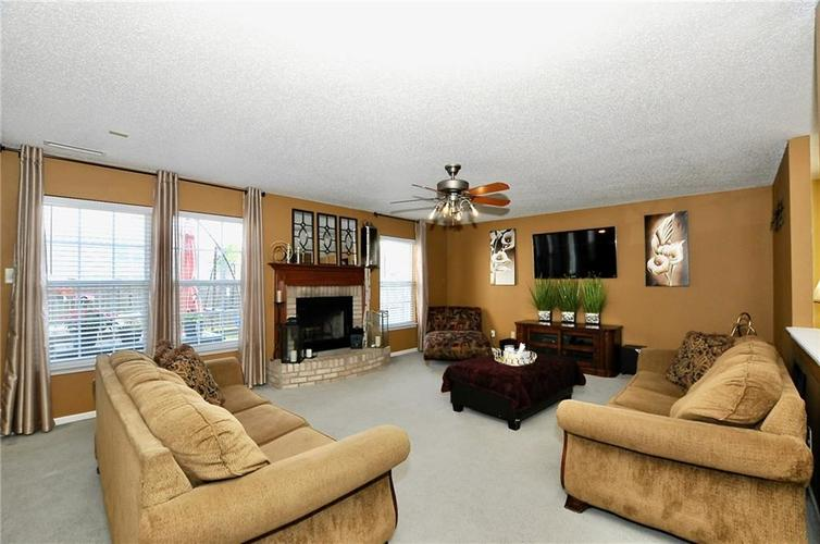 9886 Olympic Circle Indianapolis IN 46234   MLS 21723536   photo 9
