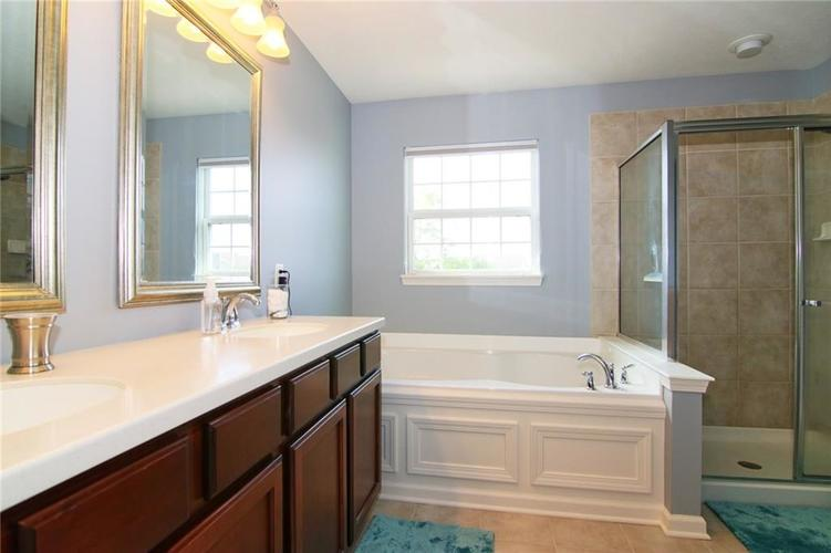7303 Gold King Way Indianapolis IN 46259 | MLS 21723842 | photo 20