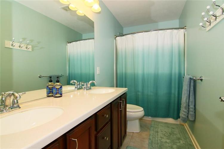 7303 Gold King Way Indianapolis IN 46259 | MLS 21723842 | photo 24