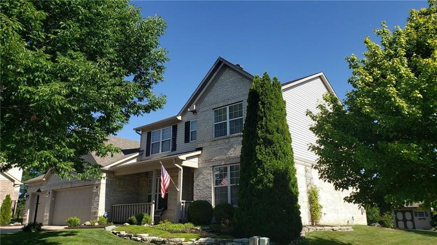 8016 Meadow Bend Drive Indianapolis IN 46259 | MLS 21723878 | photo 2