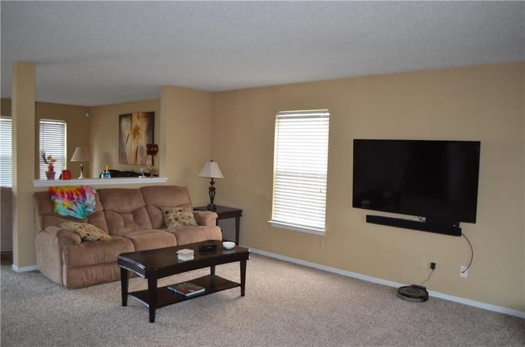 10349 Camby Crossing Fishers IN 46038 | MLS 21724117 | photo 8