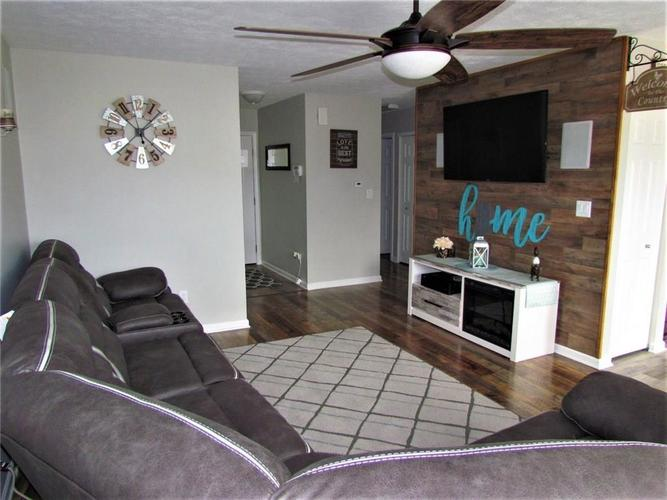 7526 Firecrest Lane Camby IN 46113 | MLS 21725817 | photo 3