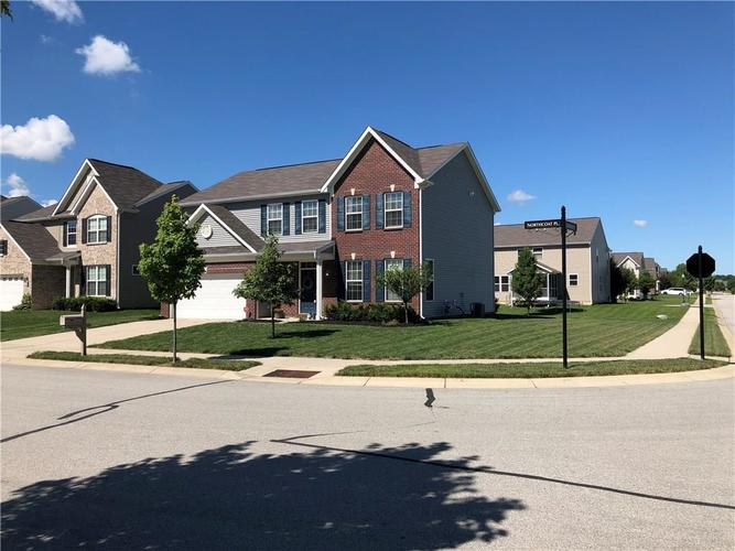13998 Northcoat Place Fishers IN 46038   MLS 21728537   photo 2