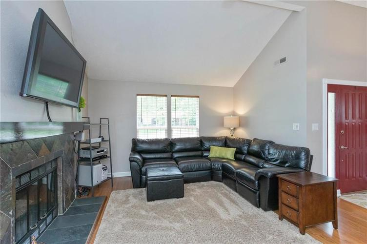 4330 Owl Court Indianapolis IN 46268 | MLS 21728581 | photo 3