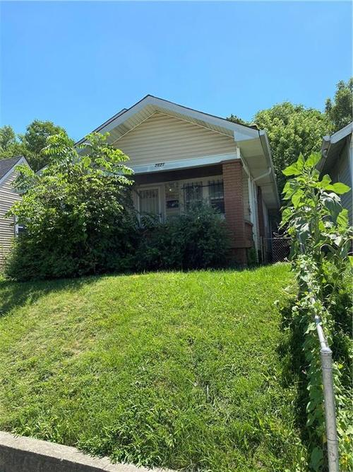 2821  BROOKSIDE Avenue Indianapolis, IN 46218 | MLS 21729037