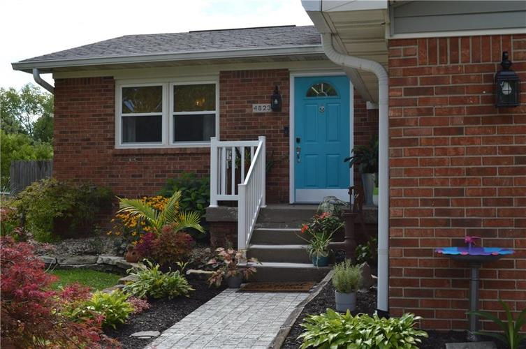 4823 Candy Spots Drive Indianapolis IN 46237 | MLS 21729061 | photo 2