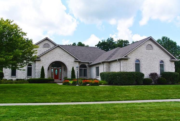 2090 Woodcreek Drive Avon IN 46123 | MLS 21729215 | photo 1