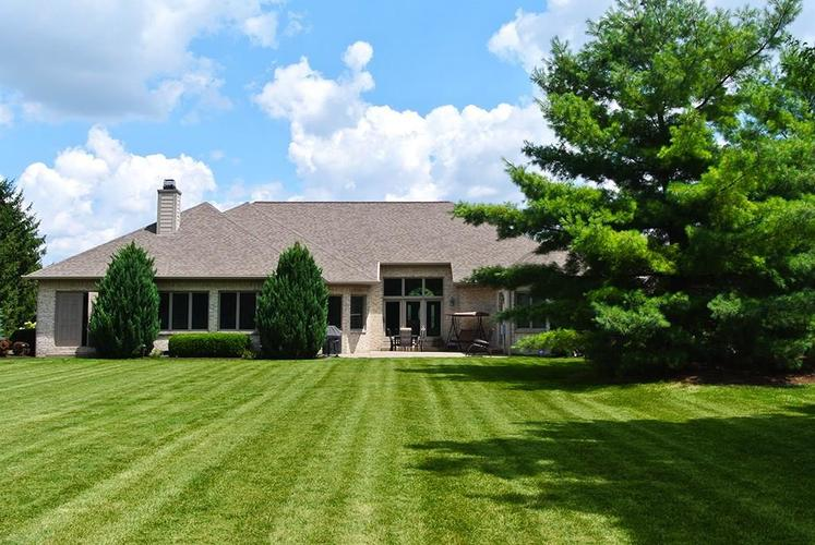2090 Woodcreek Drive Avon IN 46123 | MLS 21729215 | photo 2