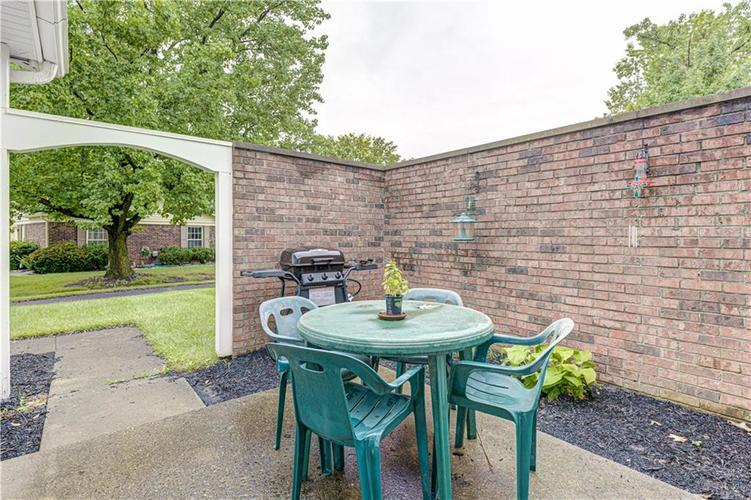 4713 Lynton Court Indianapolis IN 46254 | MLS 21729238 | photo 4