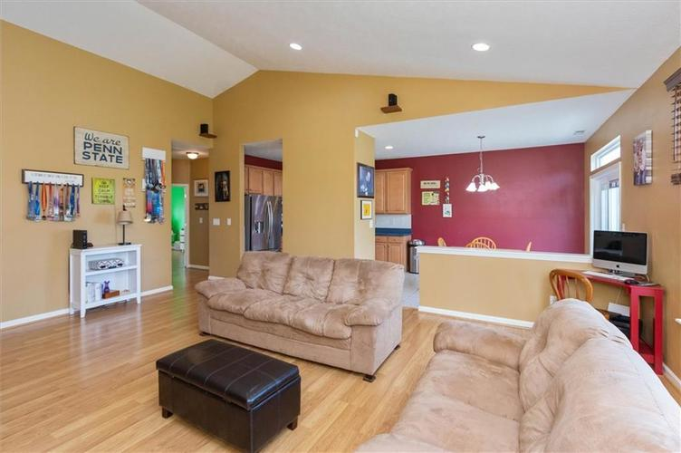 6623 Tramcus Drive Indianapolis IN 46260 | MLS 21729263 | photo 5