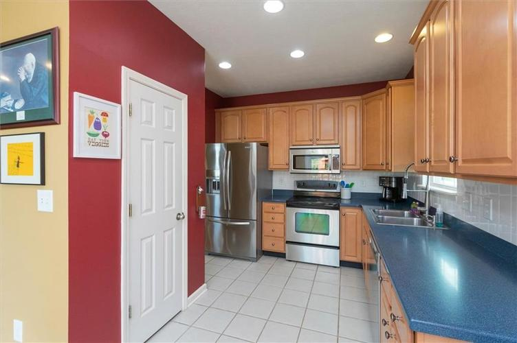 6623 Tramcus Drive Indianapolis IN 46260 | MLS 21729263 | photo 7