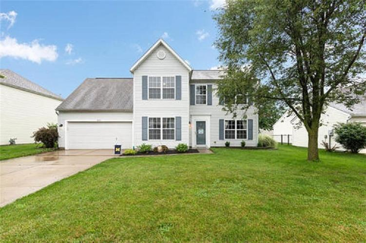 6287 Canterbury Drive Zionsville IN 46077 | MLS 21729334 | photo 1