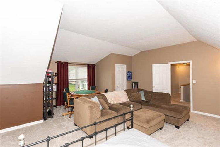 6287 Canterbury Drive Zionsville IN 46077 | MLS 21729334 | photo 14