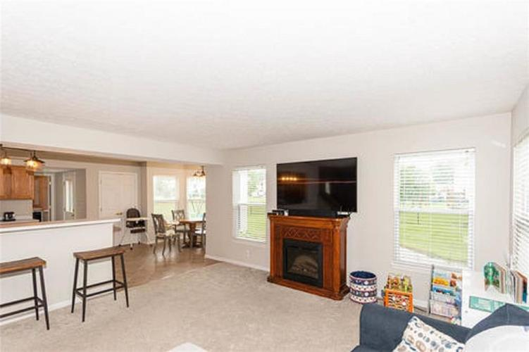 6287 Canterbury Drive Zionsville IN 46077 | MLS 21729334 | photo 4