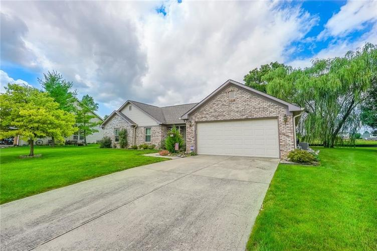 914 S WINDHAVEN Court New Palestine, IN 46163 | MLS 21730199
