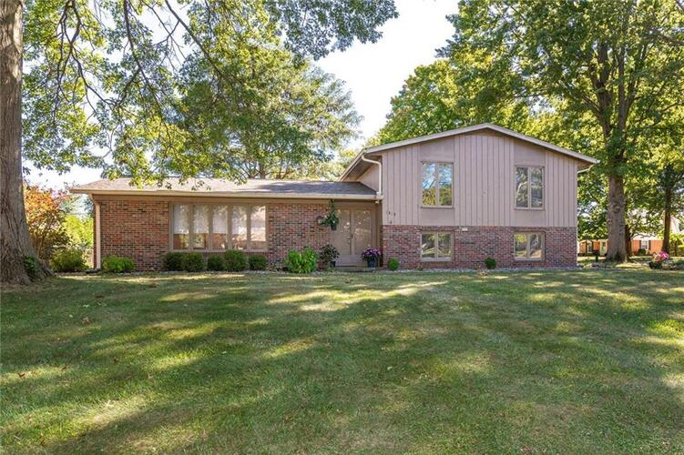 1915  Hillcrest Avenue Anderson, IN 46011 | MLS 21739142