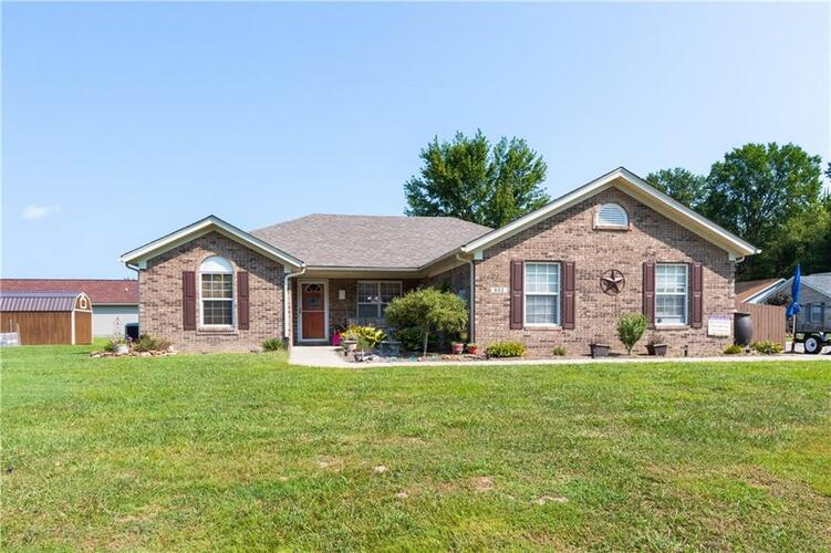 655 E Main Street Circle Crothersville, IN 47229 | MLS 21740361