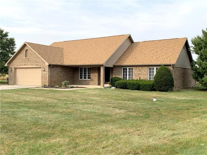 2010  ROUND BARN Court Anderson, IN 46017   MLS 21740942
