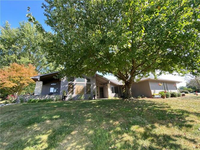 235  Hillview Drive Martinsville, IN 46151 | MLS 21741989