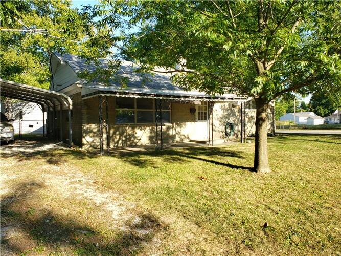 431  Southgate Drive Greenwood, IN 46143 | MLS 21742458