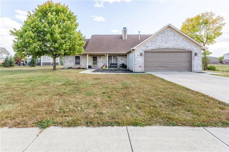1555 N Manchester Drive Greenfield, IN 46140 | MLS 21743472