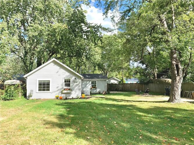 1608 S Kingston Drive Muncie, IN 47304 | MLS 21743771