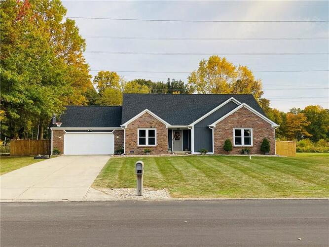 6813 W COLONIAL Drive Greenfield, IN 46140 | MLS 21745289