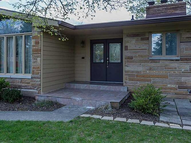 138  Plaza Chica Court Greenwood, IN 46143 | MLS 21746762