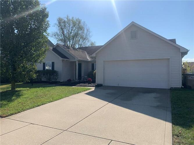 2225  Lakecrest Drive Columbus, IN 47201 | MLS 21748329