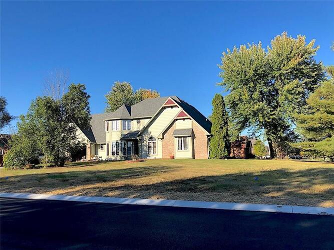 12208  Sunrise Drive Indianapolis, IN 46229 | MLS 21752810
