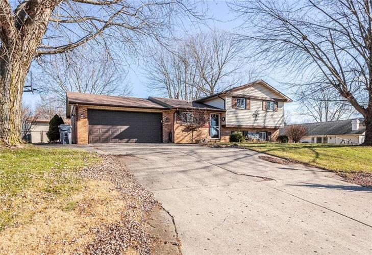 1302  Park Circle Drive Anderson, IN 46012 | MLS 21762882