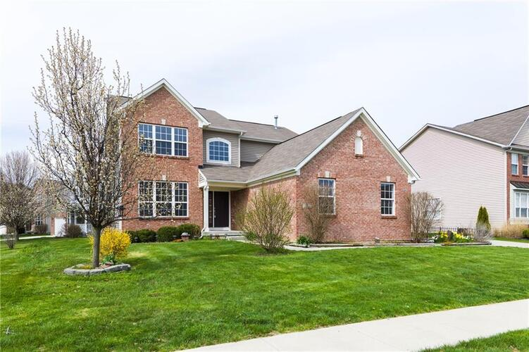 6240  Eagle Lake Drive Zionsville, IN 46077 | MLS 21764725
