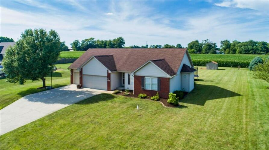 2308 E Mill Stream Drive Greenfield, IN 46140 | MLS 21764909