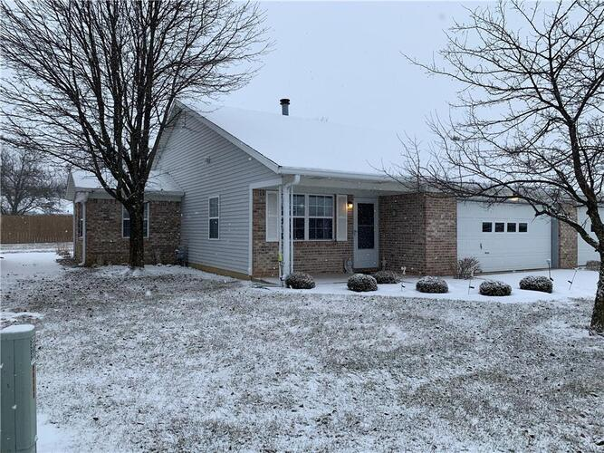 1108 E Apple Lake Drive Greenfield, IN 46140 | MLS 21765948