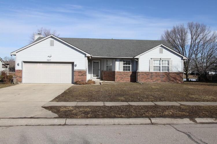 207  Fountain Lake Drive Shelbyville, IN 46176   MLS 21768274