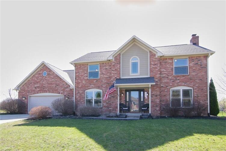 1129 N Manchester Drive Greenfield, IN 46140 | MLS 21774182