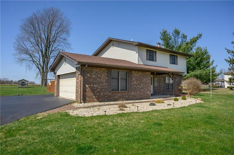 1370 S Highland Drive Franklin, IN 46131 | MLS 21775163