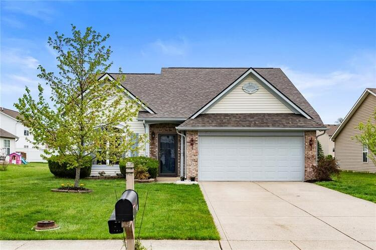 974  Dorothy Drive Greenfield, IN 46140 | MLS 21783853