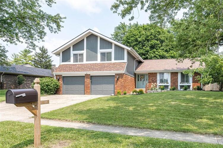 20  Irongate Drive Zionsville, IN 46077 | MLS 21800223