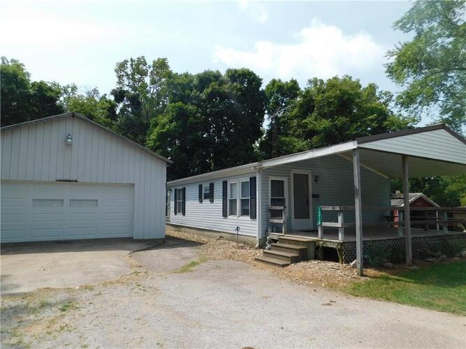 1316  Lakeview Drive Brownstown, IN 47220 | MLS 21803821