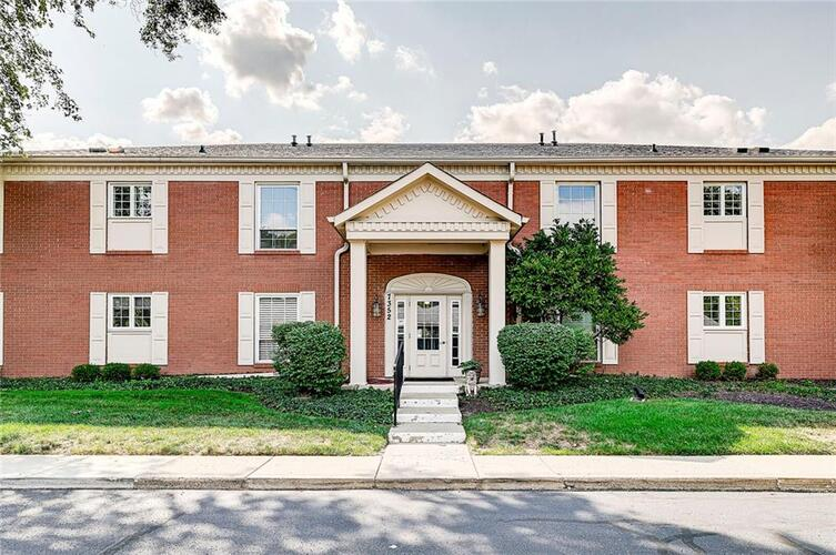7352  King George Drive Indianapolis, IN 46260 | MLS 21812570