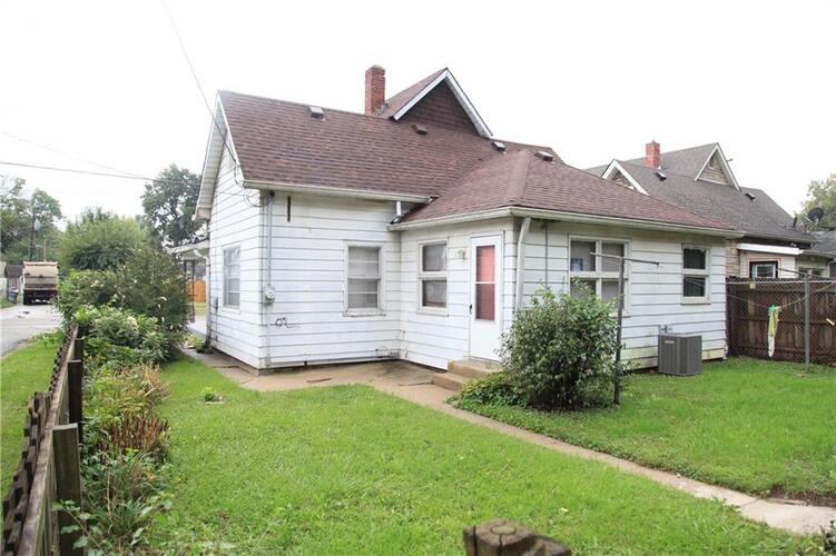 2820 W Saint Clair Street Indianapolis, IN 46222 | MLS 21819279